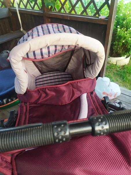 Демисезонная коляска с люлькой, сумкой и дождевиком...