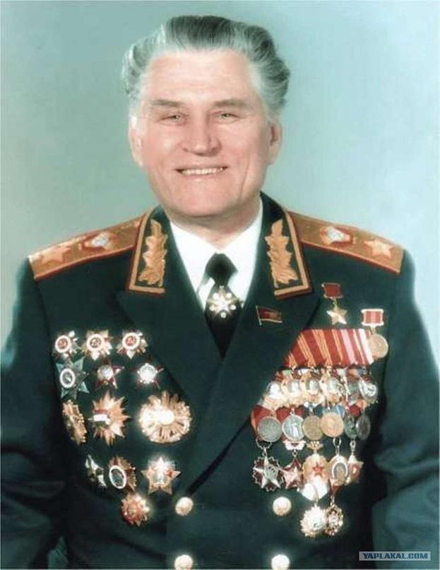 Петров Василий Иванович (2 (15) января 1917, село Чернолесское, Ставропольская г...