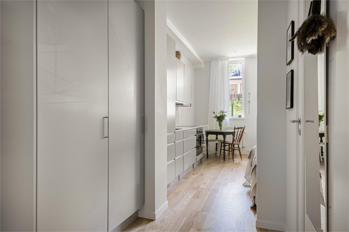 Интерьер компактной шведской квартиры-студии 24 кв.