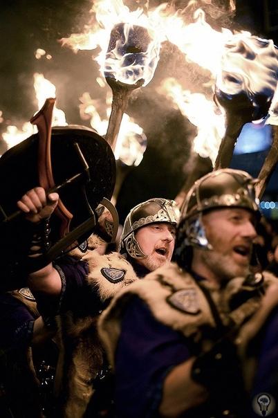 ПОКА ЧАСЫ 12 БЬЮТ: ЧТО ДЕЛАЮТ ПОД БОЙ КУРАНТОВ В РАЗНЫХ СТРАНАХ Бой курантов и звон бокалов с шампанским вселяют надежду, что новый год в России будет лучше старого. На жителей других стран так