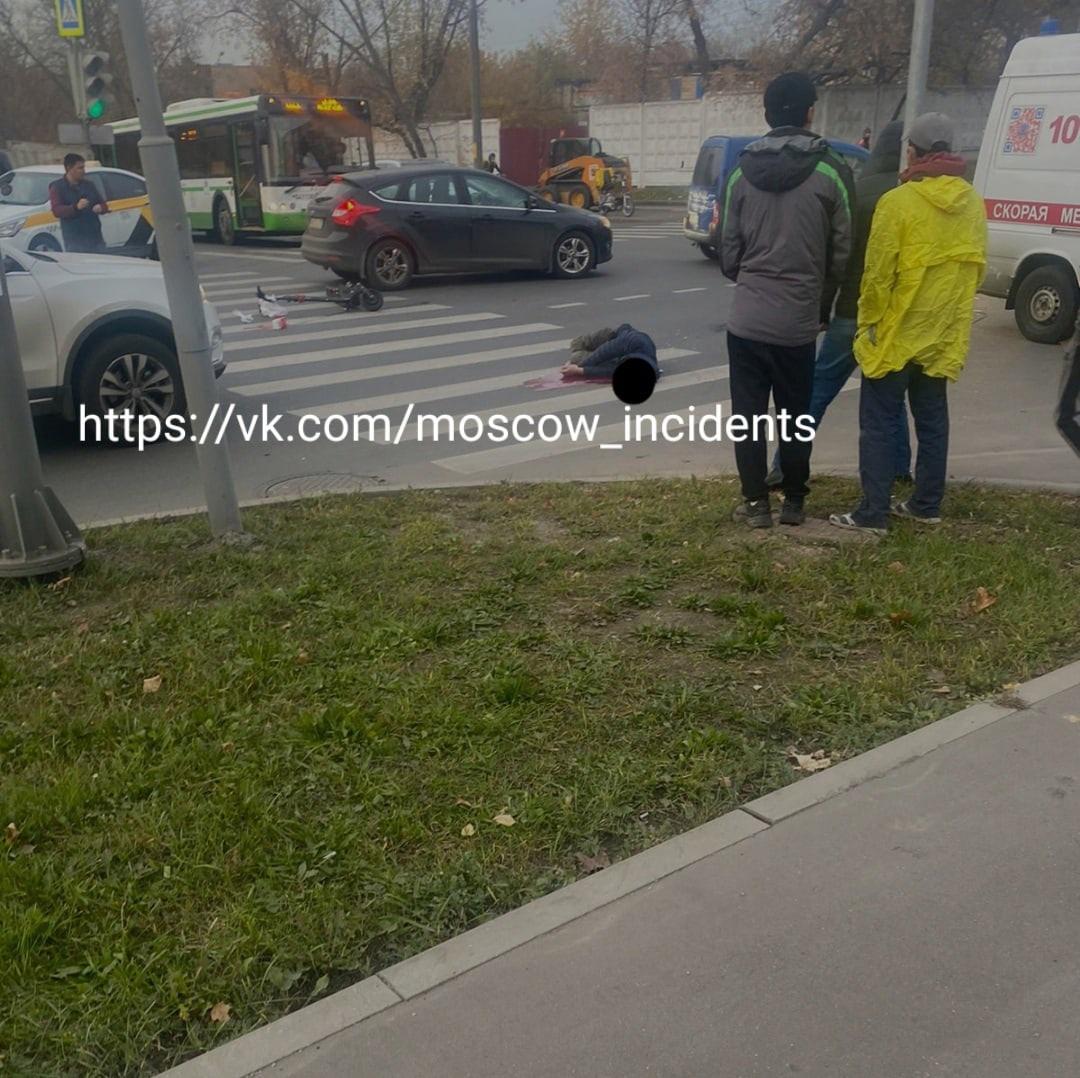 ️На востоке столицы погиб мужчина, который передвигался по проезжей части на электросамокате