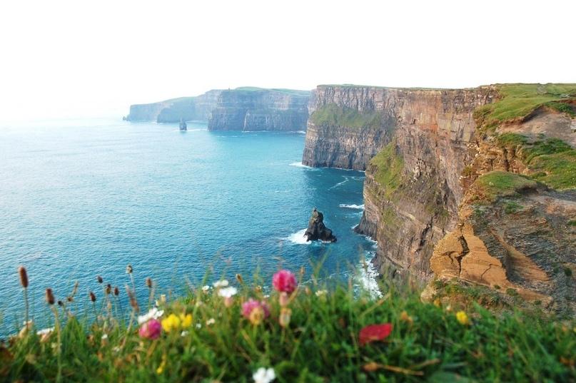 Ирландия - маленькая страна, и пересечь её с Запада на Восток можно менее чем за...