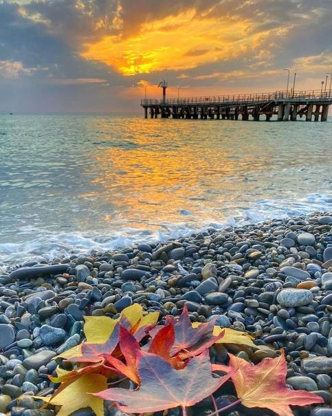 Тёплый октябрьский закат  Впереди ещё одни солнечные выходные  ... [читать продолжение]