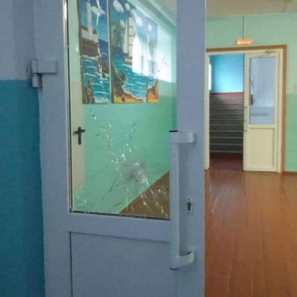 В школе под Пермью, где произошла стрельба, отменены все занятия, родителей просят сохранять спокойствие, заявили... [читать продолжение]