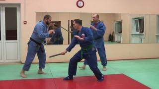 Упражнение на Таисабаки с двумя атакующими (палка + рука)