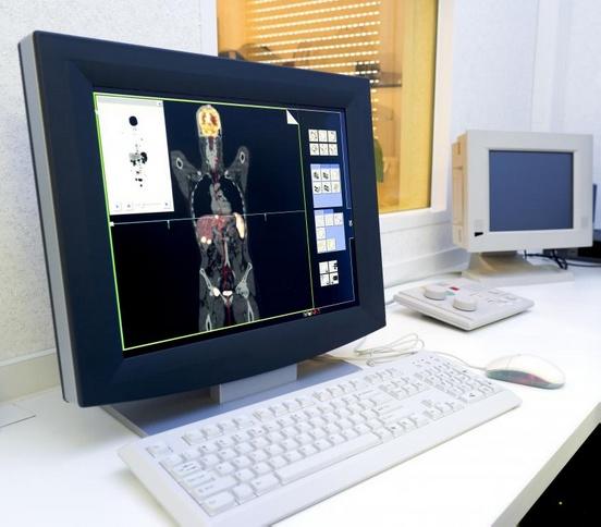 ПЭТ-сканирование - это вид ядерной медицины, в котором в небольших количествах используются радиоактивные изотопы.