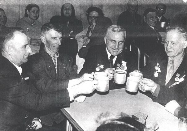 9 мая 1983 г. в кругу фронтовых друзей