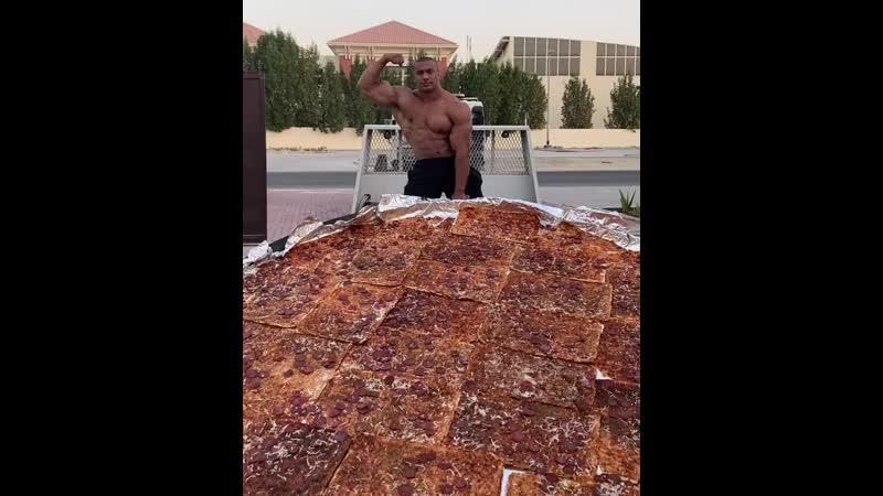 Ларри Уилс привез пиццу пацанам