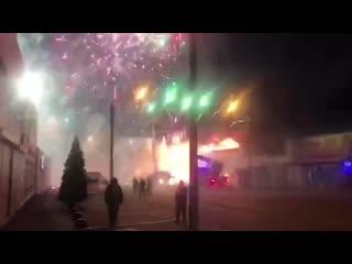 В Ростове-на-Дону рано утром загорелся склад фейерверков