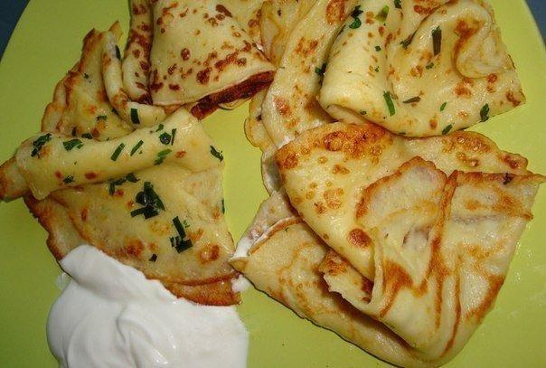 Тонкие картофельные блины Ингредиенты:5 небольших картофелин250-300 молока250-300 муки3-4 зб чеснока3 яйца1 ст л(без горки)сахара3,2ст л растит масласольпетрушка и зелен лук-по