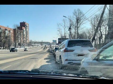 В Хабаровске начали продавать бензин за 100 рублей и места в очереди на АЗС