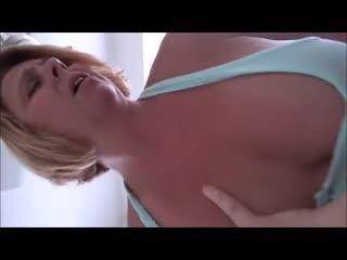 Мамочка захотела трахаться (зрелые, мамки, инсцест, squirt, mature, mom, incest,порно, porn)