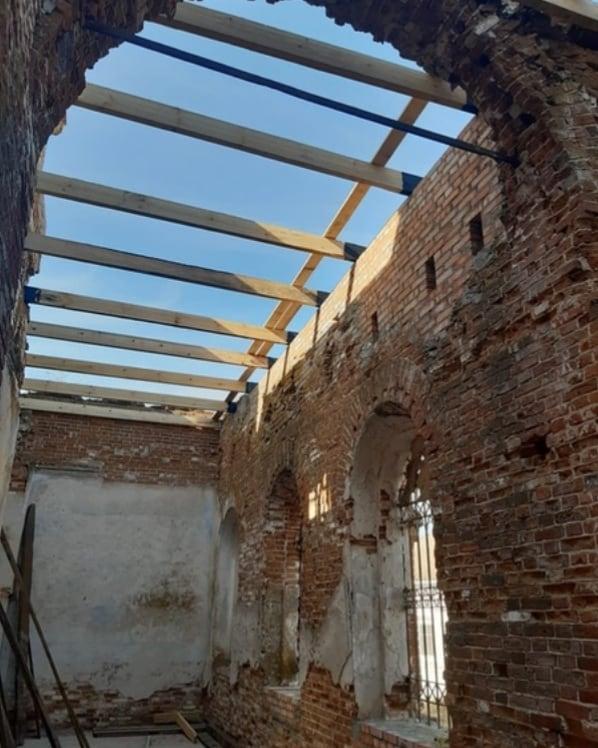 В храме Всех святых села Таволожка Петровского района продолжаются реставрационные работы